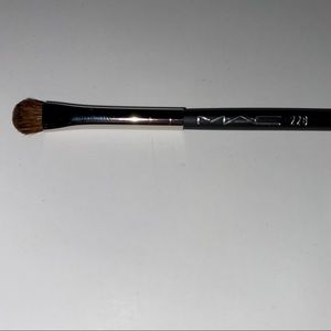 NEW LE MAC 228 Mini Shader Brush Discontinued